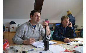 Štab Civilne zaščite v sinjegoriškem gasilskem domu: Benjamin Svenšek in Viktor Razdrh