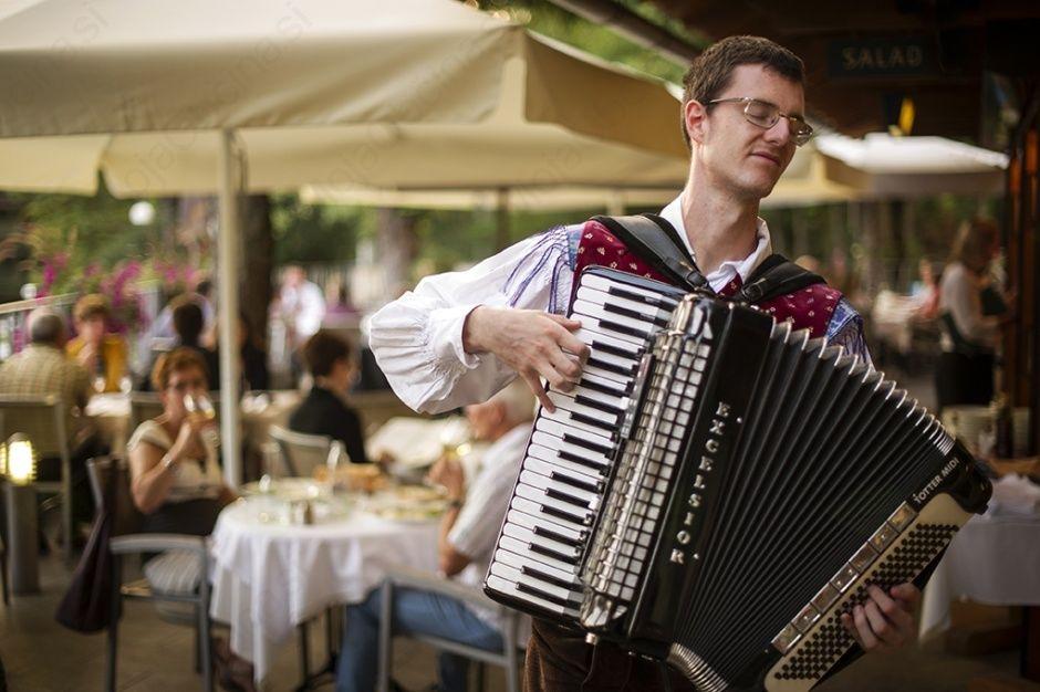 Zabava z narodnozabavno glasbo na Terasi restavracije Grill