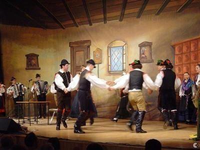 Veselo po domače s Folklornim društvom Bled