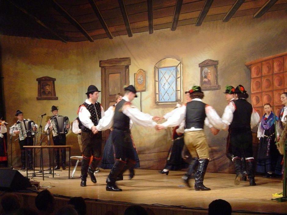 Nastop folklorne skupine Bled