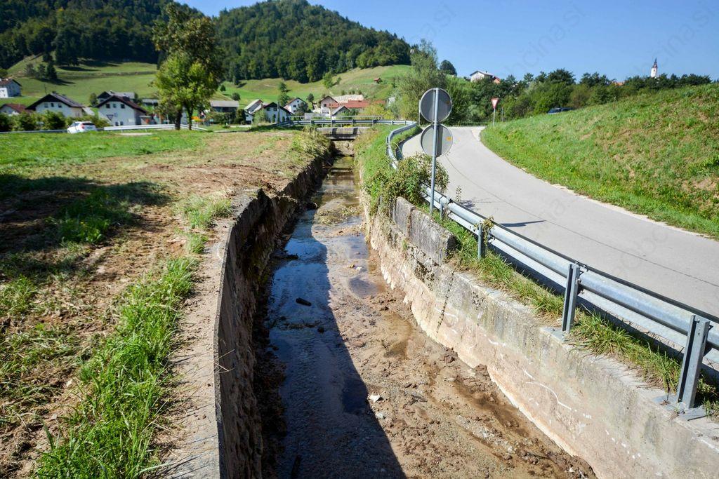 V Višnji Gori očiščeni strugi Kosce in Trsteniščice