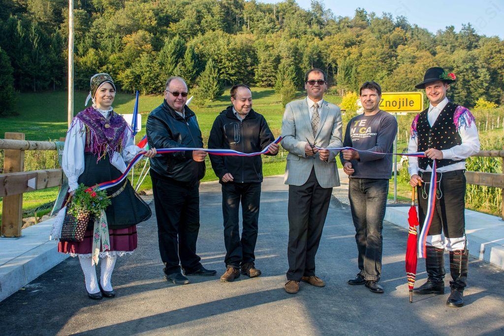 Uradno odprtje obnovljenega mostu v Znojilah na Krki