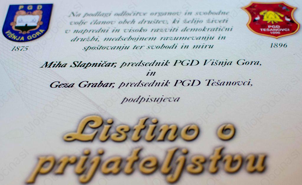 Podpis prijateljske listine gasilcev Višnje Gore in Tešanovcev