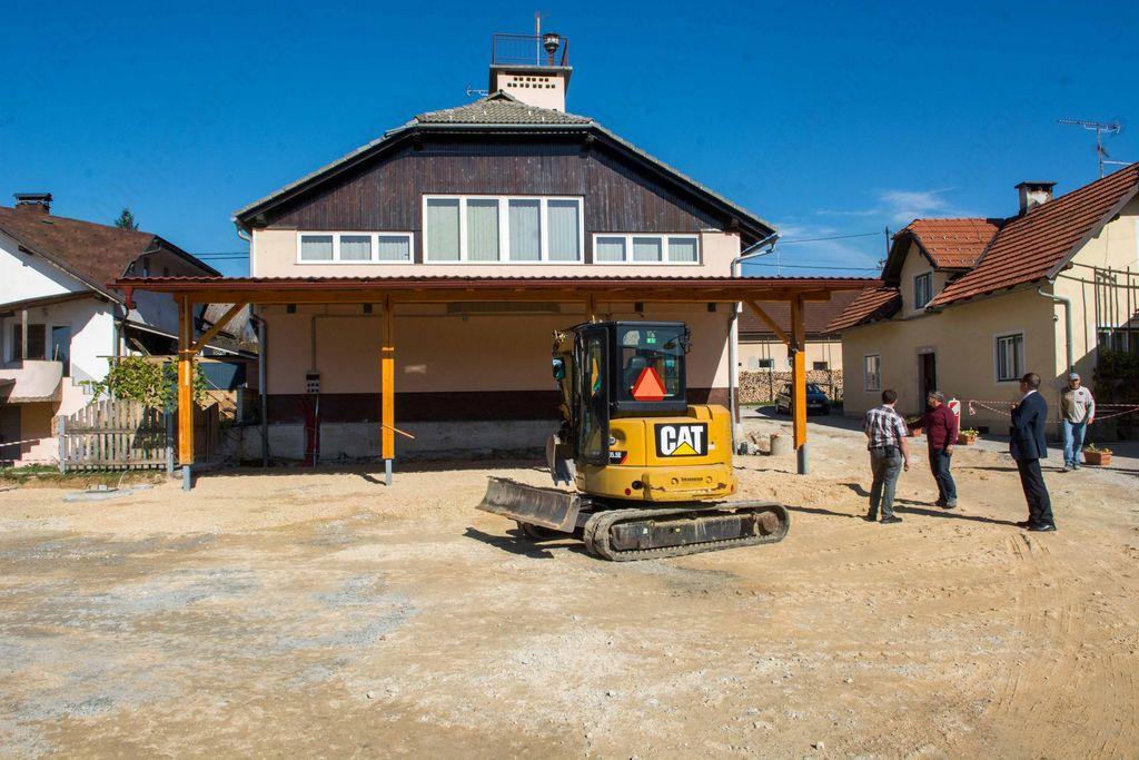 Gradnja igrišča v Dobu lepo napreduje