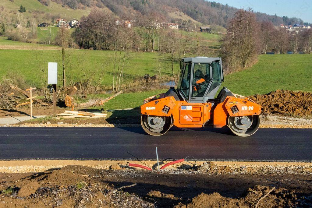 Cesta Krka – Gradiček v fazi asfaltiranja
