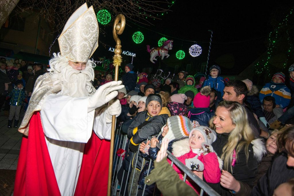 Praznične lučke in Miklavž naznanila veseli december v Ivančni Gorici