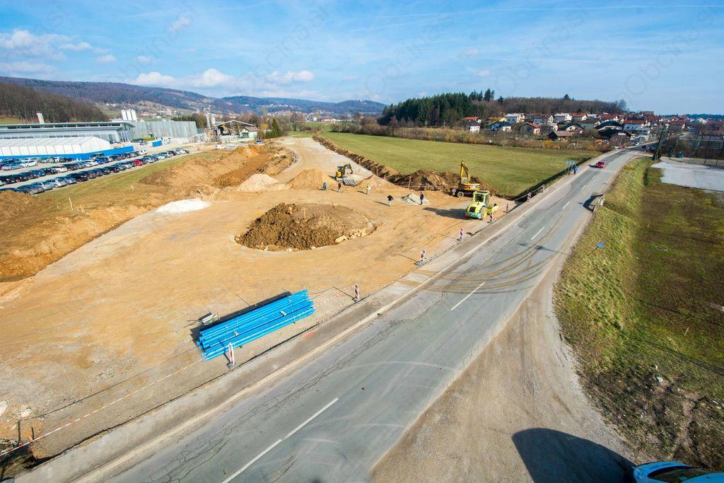 Gradnja krožišča na zahodni obvoznici v Ivančni Gorici v polnem teku