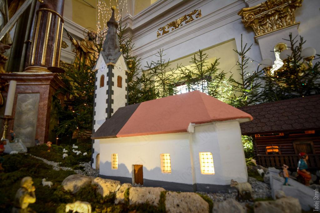 Predstavljamo jaslice iz župnijske cerkve v Šentvidu pri Stični