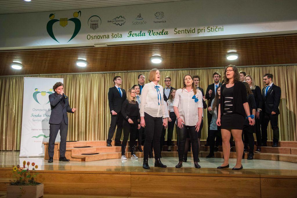 V Šentvidu pri Stični je potekala območna revija pevskih zborov