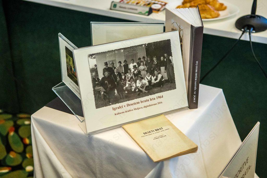 Jurčičev »Deseti brat« razstavljen v prostorih občine