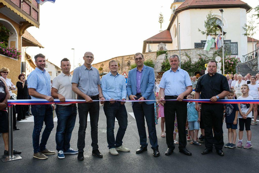 Ob krajevnem prazniku predstavili zbornik pevskega tabora in prenovili cesto v Šentvidu pri Stični