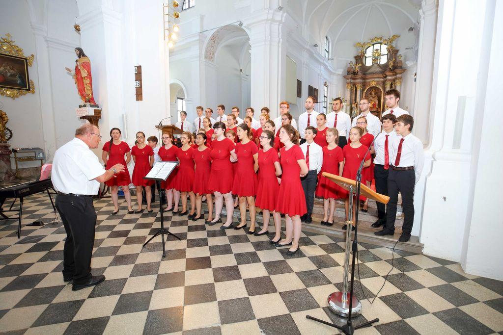 Francoski zbor gostoval v Stiški baziliki