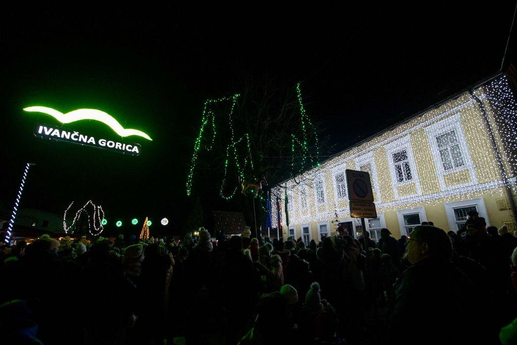 Miklavž obiskal Ivančno Gorico v soju tisočerih lučk