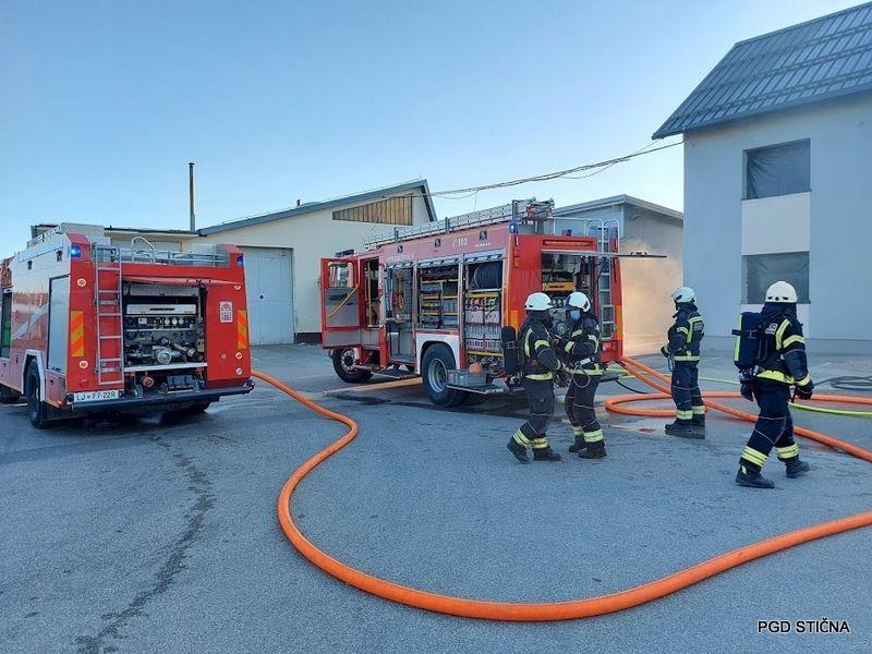 Gasilski »vroči treningi« v podjetju Traig v Ivančni Gorici