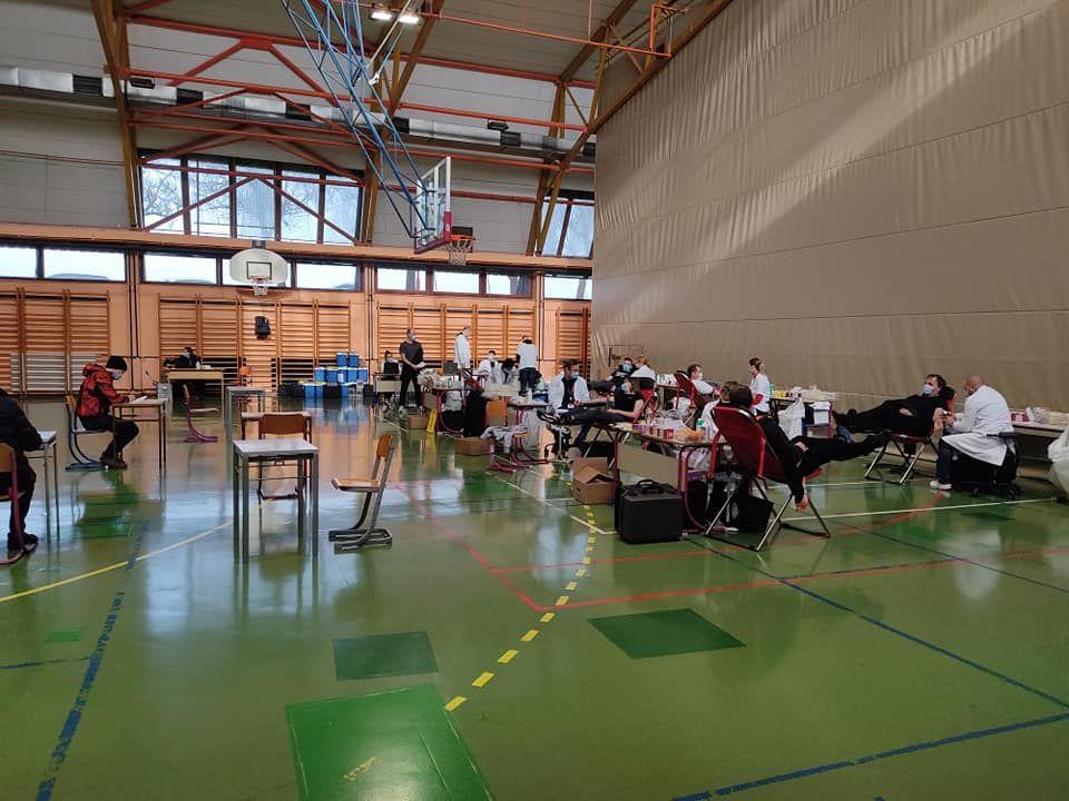 Krvodajalci v Ivančni Gorici darovali 60 litrov krvi