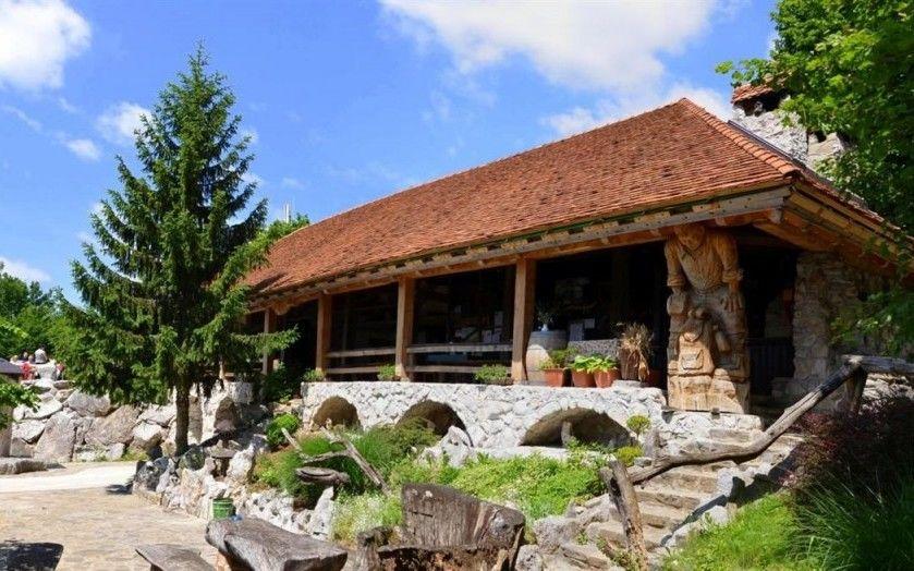 GLASOVANJE: Lavričeva koča na Gradišču v izboru za naj planinsko kočo leta 2021