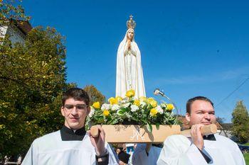 V Stični obeležitev 100. obletnice prikazovanj Marije v Fatimi