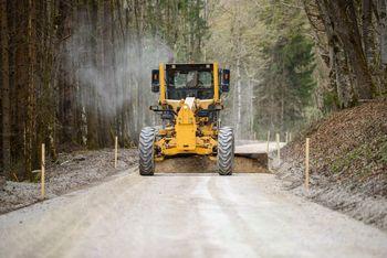 Uporabniki ceste Krka – Luče kmalu po asfaltni prevleki