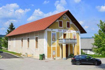 Začela se bo obnova zunanjosti kulturnega doma v Šentvidu pri Stični