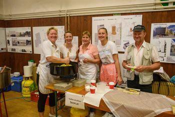 Najboljši ivanški »tenstan« krompir so pripravile članice Vaškega društva Škoflje