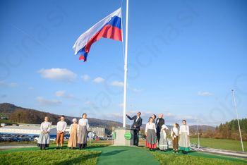 Ob odprtju krožišča v Ivančni Gorici ponosno izobesili slovensko zastavo