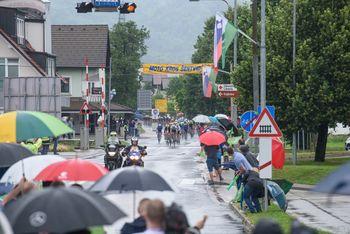 Ivančni v pravem navijaškem vzdušju pospremili najboljše kolesarje