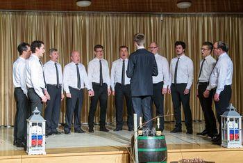S pevci Moškega pevskega zbora Dob vandrali po Sloveniji