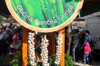 Lokalno pridelana živila lahko v času zaprtja tržnice opravimo pri naših kmetih