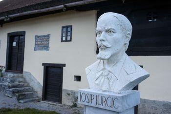 Vlada leto 2021 razglasila za leto Josipa Jurčiča in Josipa Ipavca