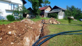 V eni najmanjših suhokranjskih vasi poteka obnova vodovoda