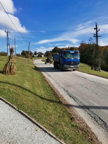 Na Peščeniku poteka sanacija lokalne ceste; Popolna zapora prestavljena