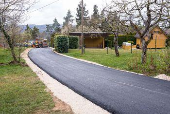 Krajani Velike Dobrave do nove asfaltne prevleke