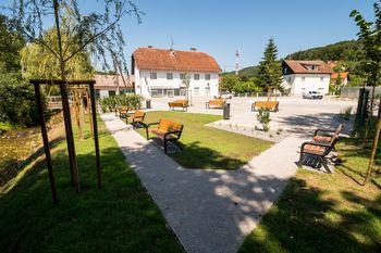 Namesto cestne baze lep, urejen park v Višnji Gori