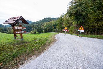 Proti Obolnem poteka rekonstrukcija ceste