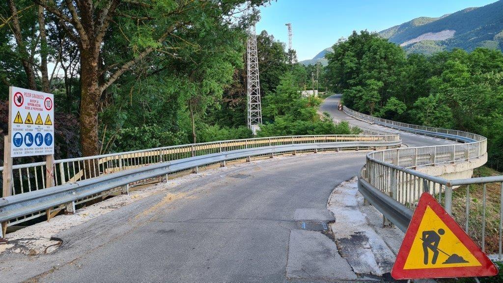 Obnova nadvoza nad železnico proti pokopališču v Radovljici - popolna zapora ceste