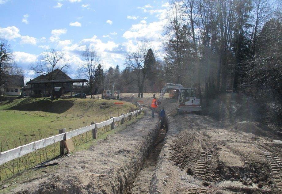 Podpisana pogodba o sofinanciranju kanalizacije na Spodnjem Lancovem, prejet sklep o sredstvih za prizidek k radovljiškemu vrtcu