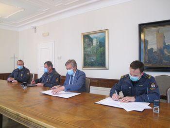 Podpisana pogodba o sofinanciranju novega vozila za PGD Hlebce