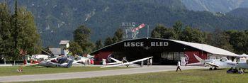 V Lescah padalsko tekmovanje svetovne serije v skokih na cilj