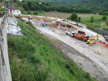 Podaljšanje popolne zapore Ceste svobode in ceste Na Mlaki zaradi nadgradnje železnice