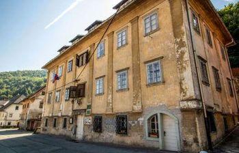 Začetek obnove Klinarjeve hiše v Kropi