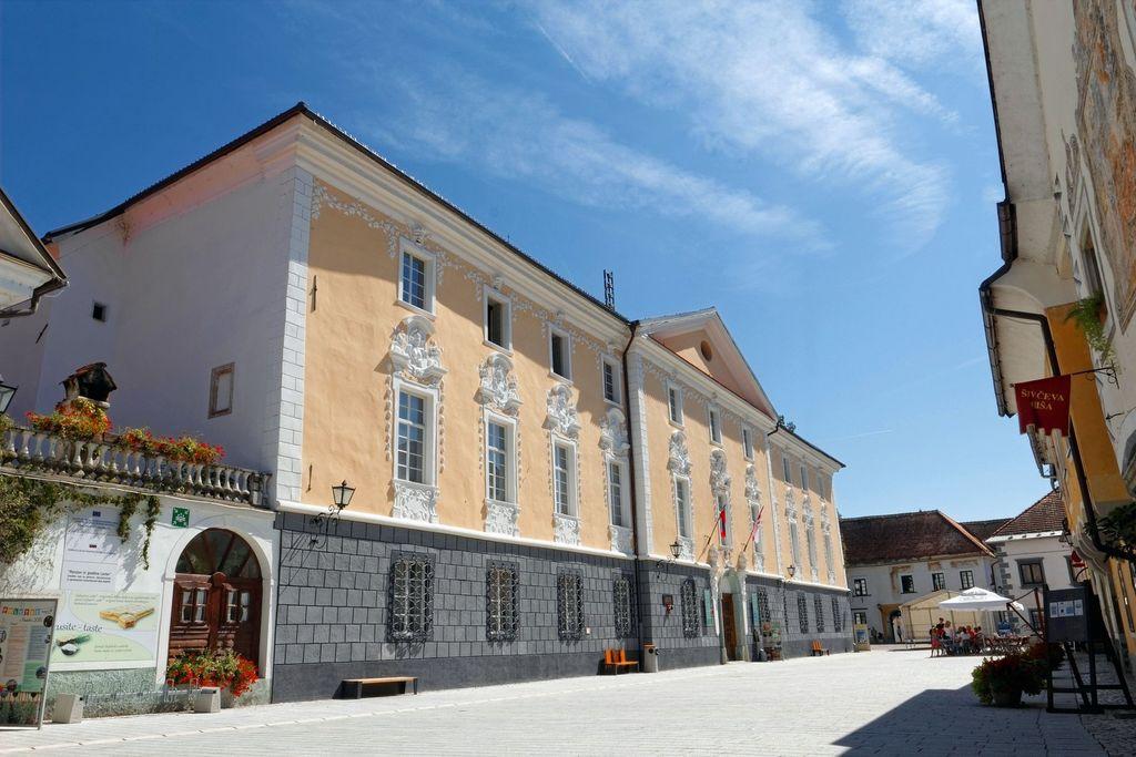 Radovljiška graščina - Mestni in Čebelarski muzej