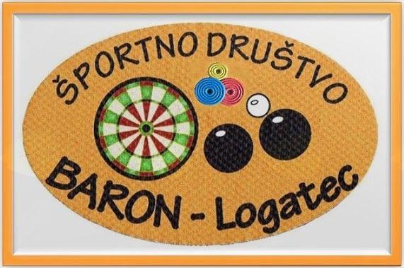 Športno društvo Baron je bilo ustanovljeno leta 2006 v okviru DU Logatec. V lanskem letu je tako praznovalo deseto obletnico delovanja. Zaradi nenehnega nerazumevanja s strani trenutnega vodstva DU Logatec, se društvo vse bolj osamosvaja, čeprav je njegova statutarna vloga skrb za športno udejstvovanje upokojenske populacije. Društvo tako skrbi za rekreativno, kakor tudi za tekmovalno udejstvovanje upokojencev tako v moški, kakor tudi v ženski konkurenci. Izvaja naslednje športne dejavnosti: balinanje, pikado, kolesarstvo, pohodništvo, kegljanje na vrvici šah in prstomet. Prstomet je vedno bolj priljubljena športna aktivnost primerna tudi in predvsem za starejše. V društvu smo jo začeli razvijati leta 2015. V zadnjem času, ko stopamo na svojo samostojno pot smo napore usmerili v intenzivno pridobivanje novih članov in članic z večjo promocijo in z večjo prisotnostjo v elektronskih medijih (facebook, na portalu MojaObčina.si) in občinskem časopisu LOGAŠKE NOVICE. ŠD Bron Logatec je društvo občinskega pomena, ki sredstva za delovanje pridobiva na podlagi občinskega razpisa, s pomočjo donatorjev-sponzorjev in prispevka članov in simpatizerjev.  ŠD Baron Logatec je član Športne zveze Logatec. Vabimo vse upokojence Logatca, da se nam pridružijo v čimvečjem številu. Lahko tudi preko fb strani ali na portalu MojaObčina.si. Hvala!