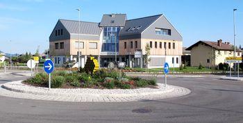 Izgradnja novega zdravstvenega doma v Cerkljah na Gorenjskem uspešno zaključena