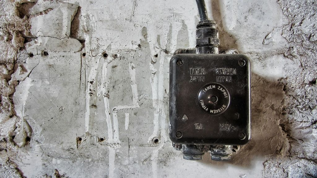 Elektroinštalacije opravljajo v različnih objektih.
