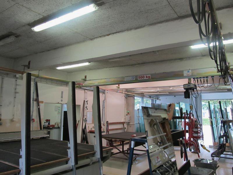 Steklarstvo Steklarstvo ter sorodni proizvodni obrati otrebujejo različne tipe dvigal.