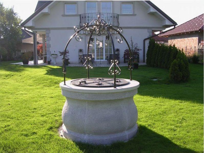 Vodnjaki so lahko kot okras vašemu vrtu ali pa vam nudijo osvežitev v toplih mesecih.