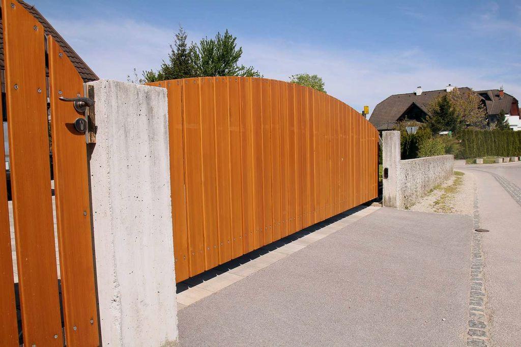 Barvanje različnih ograj.