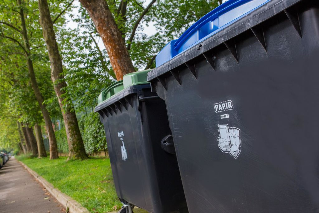 Zasmetenost ekootokov in usmeritve za pravilno ravnanje z odpadki