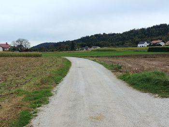 Asfaltiranje cest v Valburgi in Hrašah