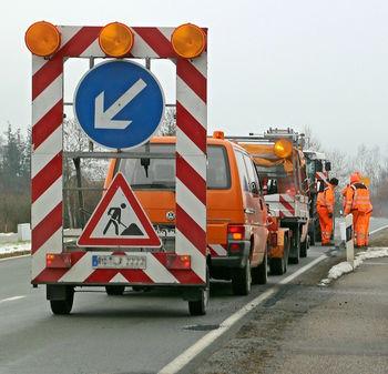 Izvedba pilotne stene ter asfaltiranje ceste na Topolu in sanacija usada na JP v Smledniku